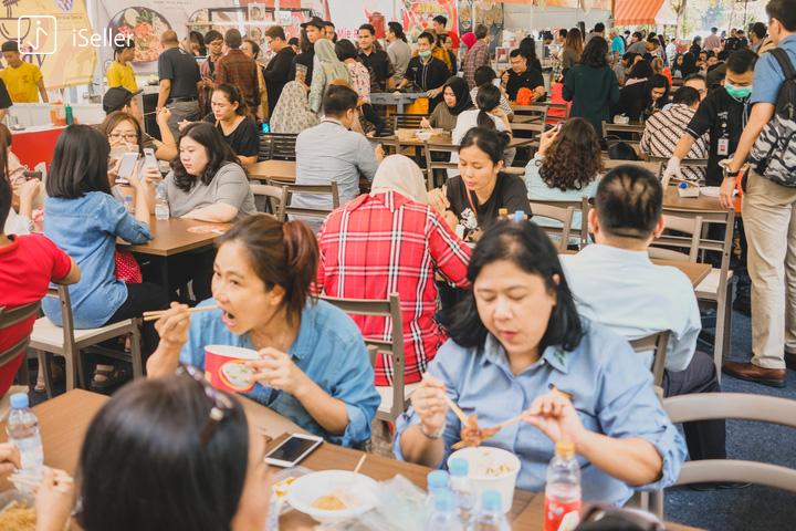lokasi festival bakmi di gandaria city terpantau ramai