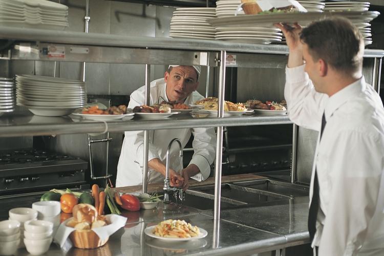 komunikasi yang baik antara kasir dengan dapur