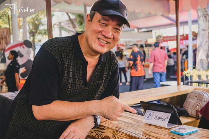 tirta lie menggunakan central cashier iSeller di festival bakmi